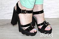 Босоножки на тостом каблуке  - черный лак