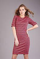 Строгое и лаконичное платье с модным принтом