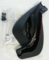 Брызговики передние комплект передних брызговиков (2 шт с креплениями) GM 1718267 1718290 93199298 9163228 OPEL Zafira-B