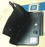 Брызговик (пыльник, защита, кожух) пластиковый приводного ремня и агрегатов справа снизу и сбоку GM 0212345 0212117 0212526 13442977 13321706 13114646