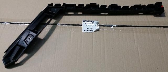 Кронштейн (направляющая , опора) заднего бампера правый (правая) крайний (чёрный пластиковый) у крыла GM 1404285 6406326 20972952 13238844 OPEL
