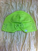 шапочка  весна - осень украшена камнями с разрезом и бантом сзади