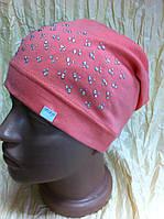 Хлопковая  шапочка   украшена камнями с наклоном