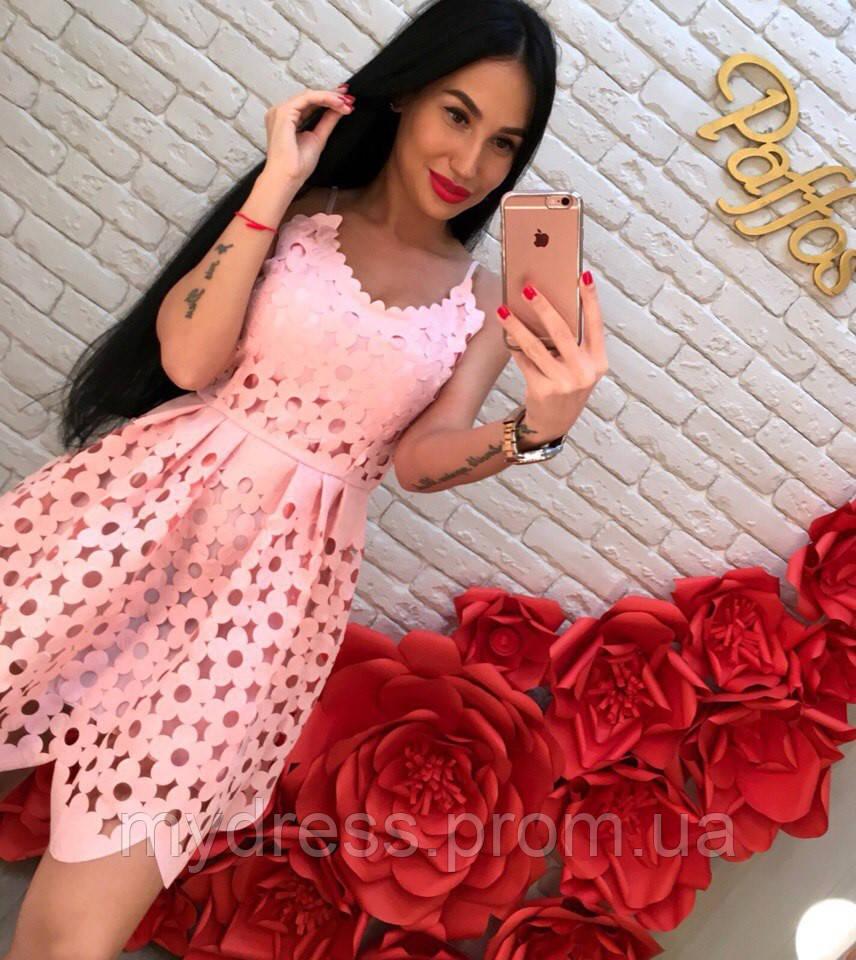 Нежное перфорированное платье