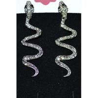 Серьги, серебристая змея с белыми стразами 001350