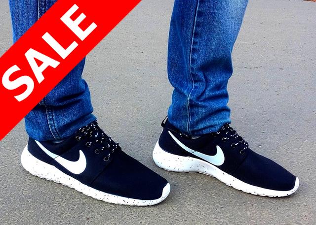 Кроссовки мужские Nike (найк) Roshe Run (роше раны) черные белые в точку 2016
