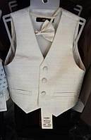 Детский нарядный костюм  р. 2-6 лет (брюки, жилет, бабочка) молочный