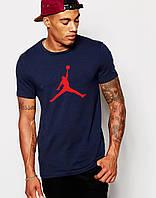 Мужская футболка Jordan т.синяя (красный принт) (Размер L)