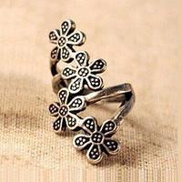 Кольцо Четыре цветка серебряного цвета ретро, фото 1