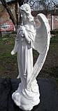 Скульптура в Украине. Надгробный Ангел с розами из полистоуна 57 см, фото 4