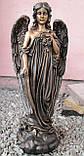 Скульптура в Украине. Надгробный Ангел с розами из полистоуна 57 см, фото 6