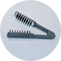 Расческа- щипцы для выравнивания волос феном.