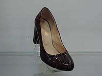 Туфли женские лаковые натуральные на каблуке бордовые, фото 1