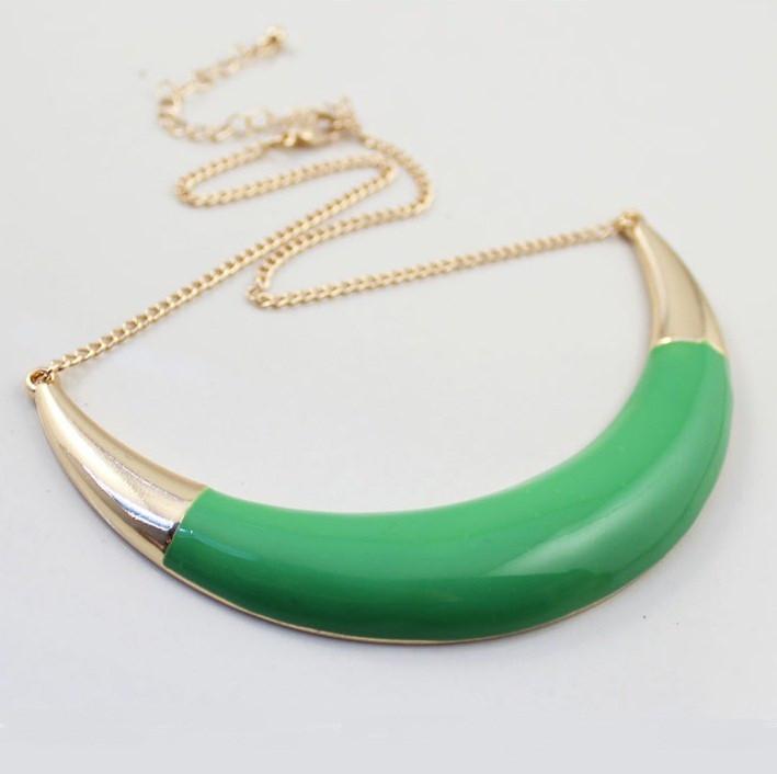 Колье с зеленой пластиной золотистое