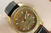 Часы женские Rolex кварцевые черные с золотистым корпусом