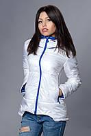 Женская демисезонная куртка. Код модели К-67-12-16. Цвет белый с ярко синим.
