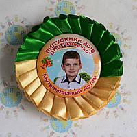 Значок Выпускник с фотографией и розеткой Зелёно-бежевой