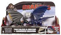 Беззубик и Иккинг против синего дракона в броне