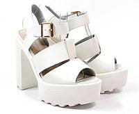 Модные женские босоножки белого цвета Faith white