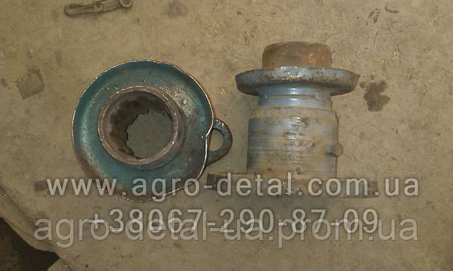 Вилка ведомая 75.36.033А кардана гусеничного трактора Т-74