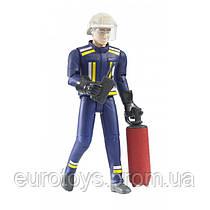 BRUDER  Фигурка пожарного с огнетушителем и рацией  (60100)