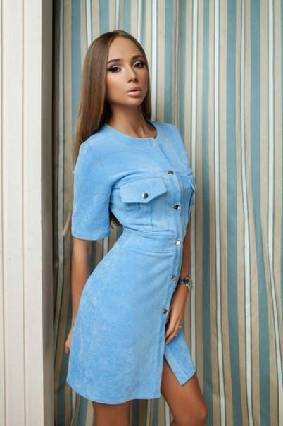 Голубое замшевое платье