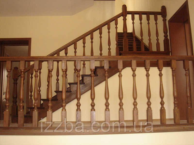 Балясины из дерева и столбы для лестниц