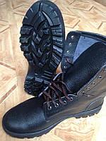 Высокие кирзовые ботинки