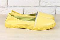 Женские кожаные балетки с лаковым носиком желтые