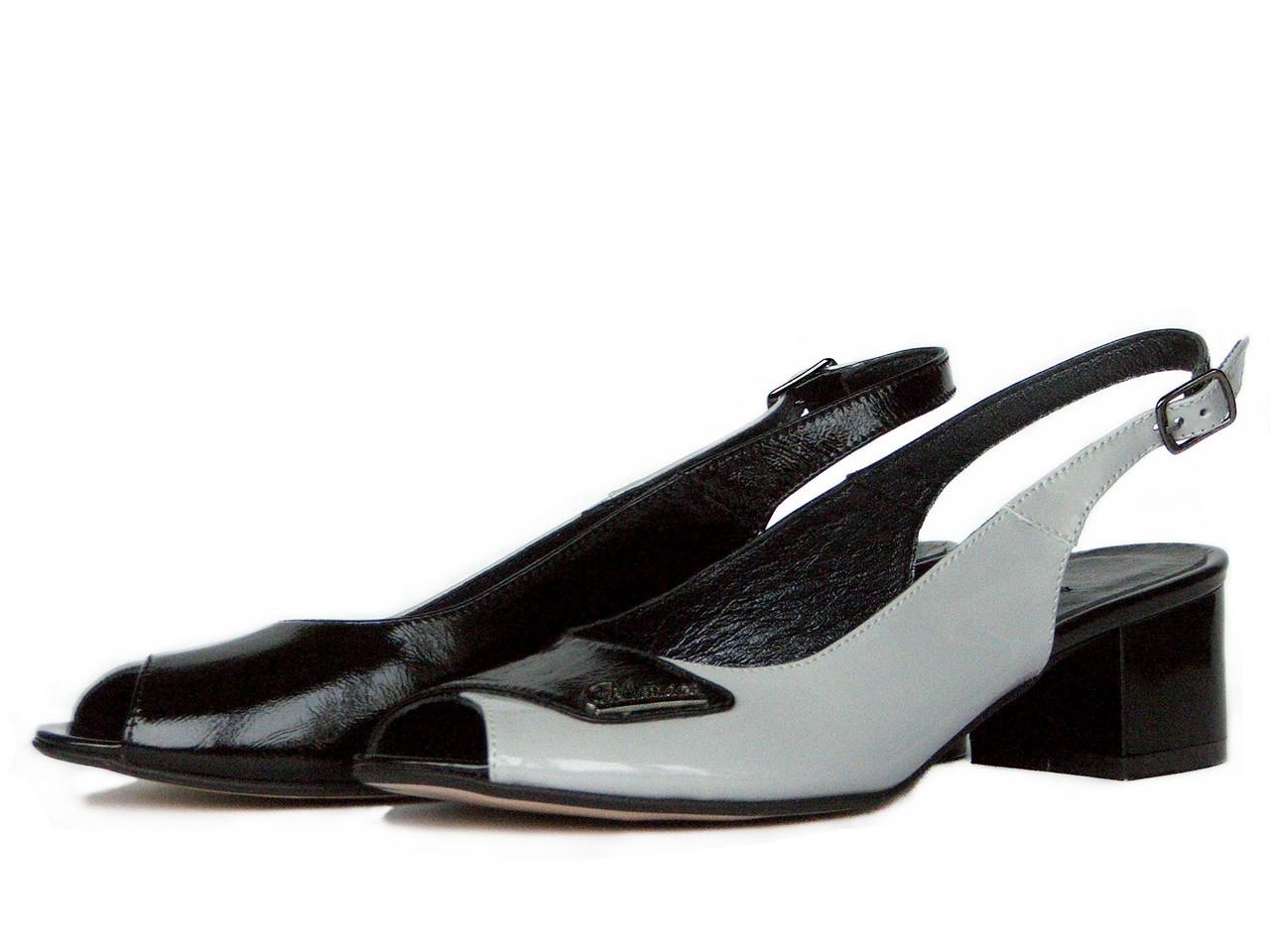 Босоножки с открытым носком из двух видов кожи