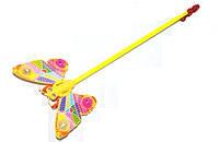 Каталка бабочка-погремушка