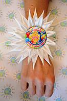 Повязка на руку Выпускник с розеткой Ромашка