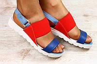 Разноцветные кожаные сандалии на низком ходу