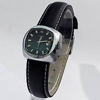 Винтажные часы Заря с датой
