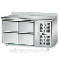 Холодильный стол 1,36 м x 0,7 м - с 4 ящиками 1/2 с задним бортом