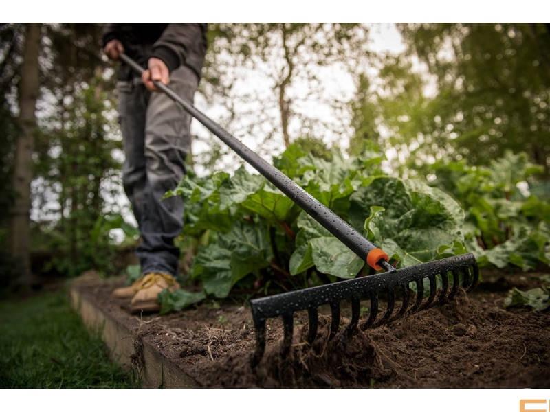 Садовые грабли Fiskars Solid™ 1016036 (135715)