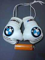 Сувенирные мини Боксерские перчатки в машину на стекло сувенир брелок  белые BMW М5