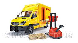 Игрушка Bruder Mercedes Sprinter фургон DHL с погрузчиком 1:16  (02534)