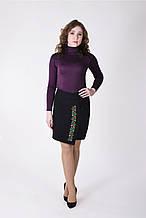 Красивая черная юбка с лаконичной цветочной вышивкой