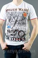 Белая мужская футболка с модным рисунком