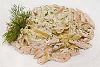 Тальятелле с лососем под сливочным соусом
