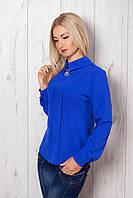 Яркая летняя блуза из атласа прямого кроя с длинным рукавом