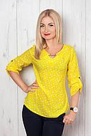 Яркая летняя блуза с оригинальным принтом в сердечки и украшением