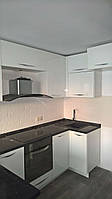 Кухня крашеная белая и темная столешница , фото 1