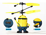 Літаюча іграшка Flying Minion (міньйон) на пульті радіоуправління, фото 3