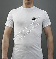 Классическая футболка Nike с маленьким логотипом