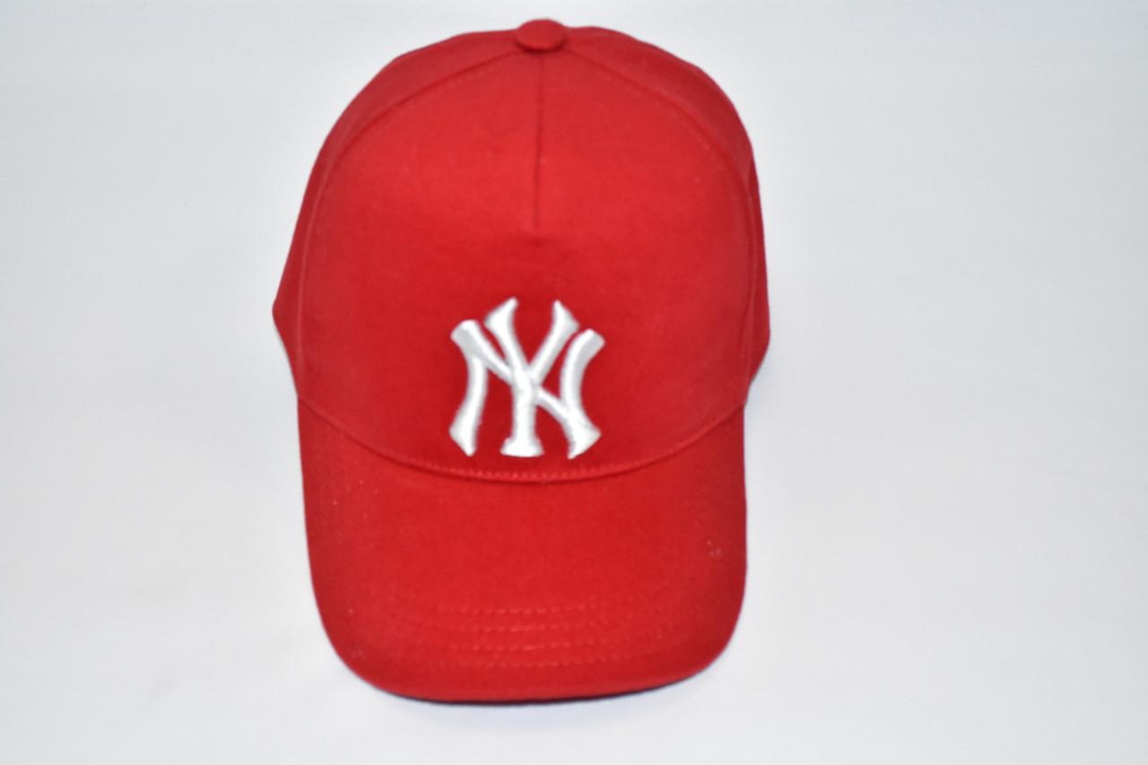 Модная кепка красная