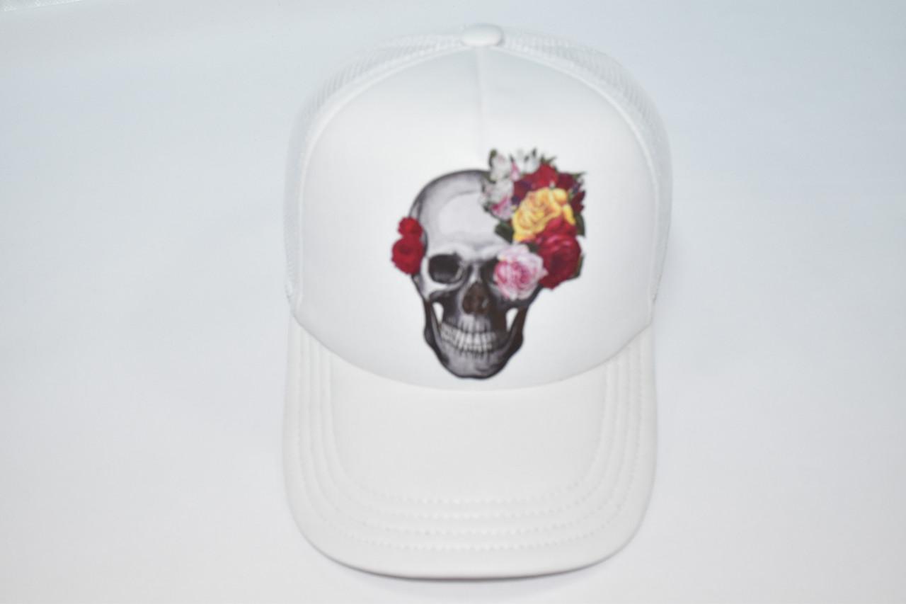 Летняя белая кепка