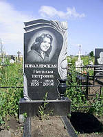 Памятник надгробный гранитный одинарный с резными цветами