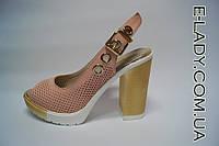 Босоножки женские цвет пудра на устойчивом золотом каблуке из натуральной кожи